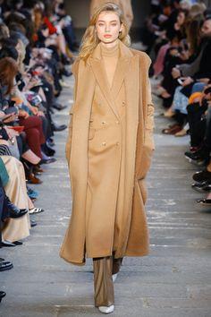 Max Mara - Fall 2017 Ready-to-Wear
