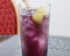 Bubbly Cape... grape juice, cranberry juice, ginger ale.