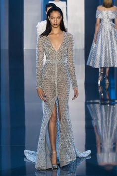 Ralph and Russo Fall 2014 Haute Couture- hello lover 😉 Haute Couture Style, Couture Mode, Couture Fashion, Runway Fashion, Paris Fashion, Beauty And Fashion, Look Fashion, Fashion Show, Ralph Et Russo