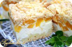 Rezept für einen Pfirsichkuchen auf Mürbeteig - ein frischer Käsekuchen / Quarkkuchen mit Pfirsichen und einer lockeren Eiweißschicht.