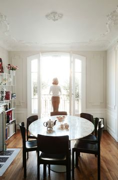 More interior inspiration on www.ringthebelle.com  home / interior / design / maison / interieur / inspiration / paris / french design / #ringthebelle / #storystore
