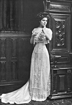 Lovely Hats and Gowns in Les Modes 1908 Moda Retro, Moda Vintage, Vintage Mode, Vintage Ladies, Retro Vintage, 1900s Fashion, Edwardian Fashion, Vintage Fashion, Edwardian Clothing
