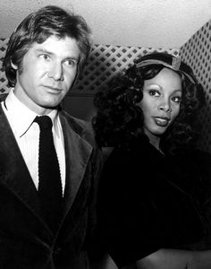 Harrison Ford & Donna Summer (the hair looks like around the time of Han Solo to me) Harrison Ford, Donna Summer Last Dance, Dona Summer, Chris Miller, Solo Photo, Dancing In The Moonlight, Han And Leia, Jodie Foster, Straight Guys