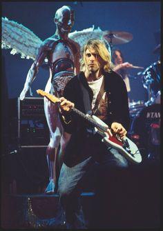 En décembre, Gullick avait été envoyé à Seattle pour couvrir le concert de Nirvana au Pier 48. Le Melody Maker voulait une photo de fin d'an...
