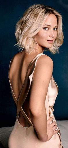 jennifer-lawrence-idée-de-carré-long-flou-boucles-legeres-cheveux-blond-fines