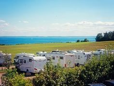 Wohnmobilstellplatz: Womo-Platz mit herrlichem Ostseeblick - Wohnmobilpark Ostseeblick Caravan, T5 California, Oregon Coast Camping, Suv Camping, Thing 1, Camping Equipment, Motorhome, Trip Planning, Recreational Vehicles