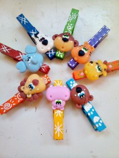 Clay Pen, Dry Clay, Polymer Clay Figures, Polymer Clay Animals, Homemade Crafts, Diy And Crafts, Polymer Clay Christmas, Cute School Supplies, Cute Clay