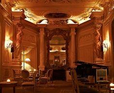 Carmen Night Club in Pigalle - Paris