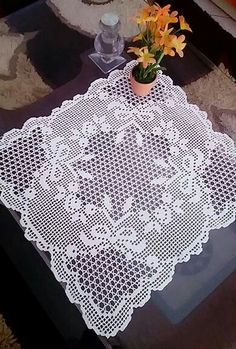 Elegant Filet Crochet Decor For Modern Table Desin - Crochet Filet Manta Crochet, Crochet Art, Crochet Motif, Crochet Doilies, Crochet Stitches, Knitting Patterns, Crochet Patterns, Filet Crochet Charts, Crochet Tablecloth