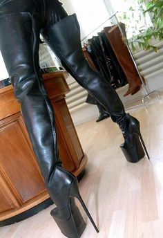 I love women in Leather/Latex/Pvc & thigh high boots and heels Leather High Heel Boots, Black High Boots, Thigh High Boots Heels, Extreme High Heels, Sexy High Heels, High Heels Images, Crotch Boots, Sexy Boots, Fashion Boots