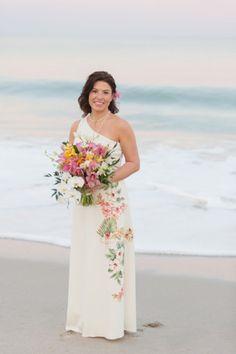 IshKabibbles Real Weddings Sarah and Carl #beachwedding #beachweddingdress #hawaiianwedding #hawaiianweddingdress #tropicalwedding