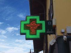 Croce farmacia Graphic90 con box e fissaggio a muro