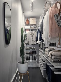 Best Ideas small closet decor ideas walk in Narrow Closet, Walk In Closet Small, Walk In Closet Design, Small Closets, Closet Designs, Small Bedrooms, Closet Ideas For Small Spaces, Walk Through Closet, Small Closet Space