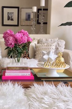This pom-pom pillow from HomeGoods adds just the right about of texture for this creamy vignette. My favorite find from HomeGoods is the dream sign in gold! I can always count on them for fabulous accent pieces. Sponsored by HomeGoods