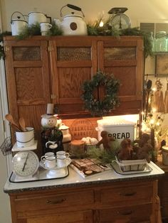 Country Kitchen Farmhouse, Craftsman Kitchen, Primitive Kitchen, Farmhouse Decor, Country Kitchens, Primitive Decor, Christmas Kitchen, Primitive Christmas, Bakers Cabinet