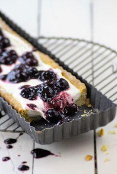 Heidelbeer-Tarte  Diese Tarte präsentiert nicht nur unglaublich, sie verführt jede und jeden mit den Cognac-Heidelbeeren Cheesecake, Pie, Sweets, Desserts, Food, Tart, Mudpie, Recipies, Cheesecake Cake