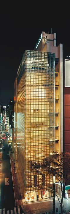 Maison Hermes - Tokyo by Renzo Piano Tokyo Architecture, Amazing Architecture, Contemporary Architecture, Architecture Design, Renzo Piano, Interesting Buildings, Amazing Buildings, Modern Buildings, Glass Building