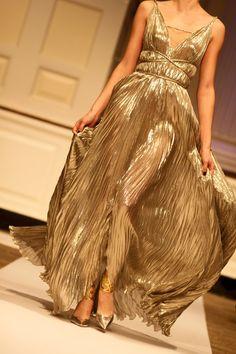 tallgirltales: All that glitters is not gold. Oscar de la Renta | Pre-Fall 2012 [via thatluciegirl:oscarprgirl]