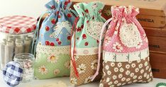 Great Pics vintage sewing tutorials Style Retro Drawstring Bags Sewing Tutorial by A Spoonful of Sugar Sewing Hacks, Sewing Tutorials, Sewing Crafts, Sewing Tips, Bags Sewing, Tutorial Sewing, Sew Bags, Sewing Ideas, Drawstring Bag Tutorials