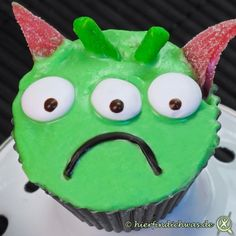 Alien-Cupcakes-Muffins