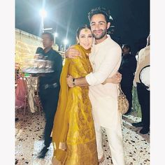Karishma Kapoor Had A Blast At Her Cousin Armaan Jain's Mehendi Ceremony And The Pictures Are A Proof - HungryBoo Kareena Kapoor Pics, Randhir Kapoor, Sister Of The Groom, Mango Clothing, Mehndi Ceremony, Mehendi Outfits, Bollywood Wedding, Bollywood Gossip, Wedding Proposals