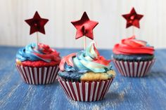 Check out these awesome red, white and blue cupcakes for 4th of July!