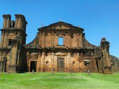 Ruínas do templo de São Miguel, edificado a partir de 1735, no povoado fundado pelas Missões Jesuíticas e Guaranis. (São Miguel das Missões - Rio Grande do Sul - Brasil)