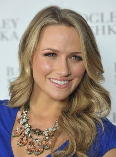 Shantel VanSanten- One Tree Hill