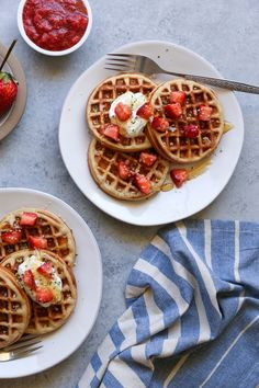 Grain-Free Almond Flour Paleo Waffles Grain-Free Paleo Waffles made with almond flour – dairy-free, refined sugar-free, and delicious! Almond Flour Waffles, Paleo Waffles, Low Carb Waffles, Breakfast Waffles, Pancakes, Waffle Bar, Fancy Desserts, Waffle Recipes, Dessert For Dinner