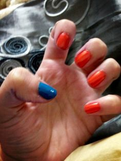 Complementary nails an color :)