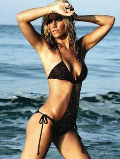 http://4.bp.blogspot.com/-491xvK2Cplc/TjATHj2LRCI/AAAAAAAAC6U/P9czjRC30Bc/s1600/Edurne_Garcia_DT_2010-bikini-de-gea-wag-beach.jpg