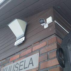 Images FHD Haute Qalité: Avec une résolution de 1920* 1080P,vous pouvez parfaitement enregistrer les moments de croissance de votre enfant et enregistrer les merveilleux moments de la famille et des animaux domestiques. Vision Nocture: 9 LEDs infrarouge 850nm vous permet de visionner une vision nocturne extra-claire pendant la nuit jusqu'à 30 pieds, vous offrez une très fluide et claire vidéo et image toute la nuit. Audio Bidirectionnel: Avec le microphone et le haut-parleur intégrés, vous pouve Camera Surveillance Wifi, Carte Sd, Nocturne, Images, Audio, Kid