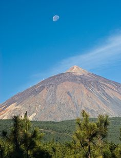 Teide, volcán de Tenerife, Canarias.Canary Islands Spanish archipelago located just off the southwest coast of mainland Morocco, 100 kilometres (62 miles) west of the southern border of Morocco, in the Atlantic Ocean, NORTHWEST of AFRICA.