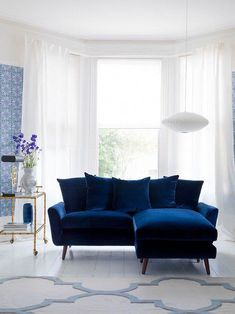 Blue Living Room Decor - How should I arrange my living room furniture? Blue Living Room Decor - What is the 60 30 10 decorating rule? Blue Couch Living Room, Navy Living Rooms, Living Room Modern, Living Room Designs, Modern Sofa Designs, Modern Design, Cool House Designs, Home Interior Design, Bohemian Living