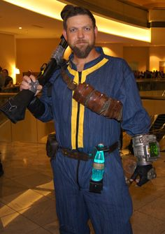 #DragonCon2012 Fallout Cosplay Fallout Cosplay, Fallout Costume, Fallout Props, Epic Cosplay, Cosplay Ideas, Fallout Vault, Cool Costumes, Halloween Costumes For Kids, Costumes For Women