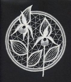 Risultati immagini per idrija lace Crochet Lace Collar, Lace Weave, Romanian Lace, Bobbin Lacemaking, Lace Art, Bobbin Lace Patterns, Point Lace, Lace Jewelry, Needle Lace