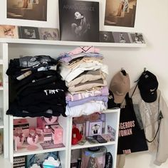 Ariana Grande Photoshoot, Ariana Grande Fans, Ariana Grande Pictures, Ariana Geande, Ariana Merch, Ariana Perfume, Ariana Grande Fragrance, Pretty Room, Disney Frozen Elsa