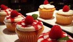 Minikoláčiky, cupcaky, tortičky, makrónky, či mufiny. Čokoládové, ovocné, tvarohové, pistáciové...Zbiehajú sa vám slinky? Máme 3 úžasné recepty!