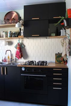 Hyrskyin hymni soi: Ihan uusi keittiö osa 1/2 Kitchen Dining, Kitchen Cabinets, 1950s House, Traditional, Architecture, Home Decor, Instagram, Ideas, Arquitetura