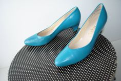 Classy vintage 80s turquoise genuine leather pumps. Made by VezaVe