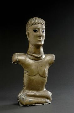 Statuette de divinité (?) de Bouray-sur-Juine Gaule Romaine, Celtic, Hairstyle Look, Stone Work, Brow, Warriors, Roman, Religion, France