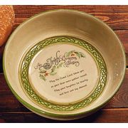 Christmas Soda Bread Baking Dish This ceramic piece is a beautiful décor item and a fully functional baking dish. Features a lovely Irish Christmas Blessing. Irish Christmas Gifts, Christmas In Ireland, Christmas Blessings, Xmas, Irish Cottage, Irish Blessing, Soda Bread, Bread Baking, Pie Dish