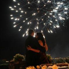 Taglio della torta e #fuochidartificio per un matrimonio da favola a @CastleOfAngels www.castellodegliangeli.com
