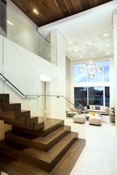 Houzz Tour: Twilight Inspires a Warm Contemporary Home in Florida
