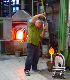 Glass blowing on Murano Island 2119733608dcaa65946628aa01e635ed.jpg (670×768)