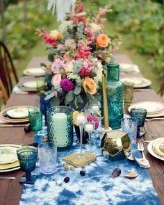 """707 Me gusta, 3 comentarios - The Deco Journal (@thedecojournal) en Instagram: """"Mesas entretenidas ¡¡Cómo las amamos!!Mezcla de objetos antiguos con nuevos, flores, ramas, velas…"""""""