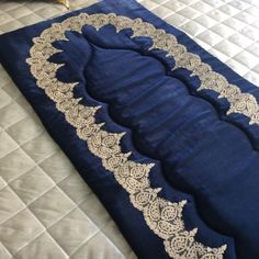 Prayer rugs with top rating in 2017 9 Muslim Prayer Rug, Islamic Prayer, Example Of Prayer, Queen Outfit, Ramadan Decorations, Prayer Room, Bargello, Quilting Projects, Fabric Crafts