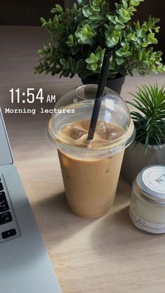 Aesthetic Coffee, Aesthetic Food, Aesthetic Outfit, Photo Pour Instagram, Think Food, Creative Instagram Stories, Cravings, Food Porn, Food And Drink