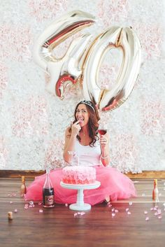 Birthday Photoshoot Ideas Adult New Ideas 40th Cake, 40th Birthday Cakes, Birthday Cake Smash, 40th Birthday Parties, 40 Birthday, Birthday Cake Ideas For Adults Women, 40th Birthday For Women, Birthday Woman, Birthday Ideas For Adults