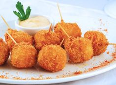 Вкусные и нежные сырные шарики: 5 рецептов